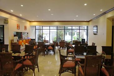 vacation hotel cebu_cafe lyric
