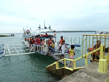 caticlan jetty port_ferry boat to boracay