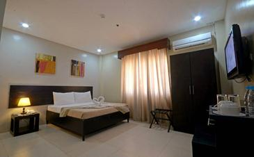 holiday suites palawan_superior room