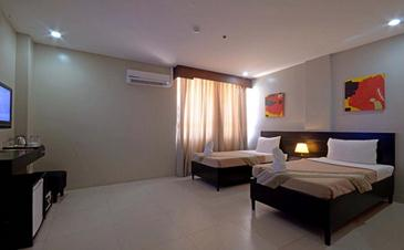 holiday suites palawan_superior room2