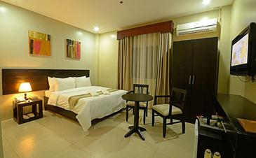 holiday suites palawan_deluxe room