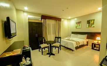holiday suites palawan_deluxe room2