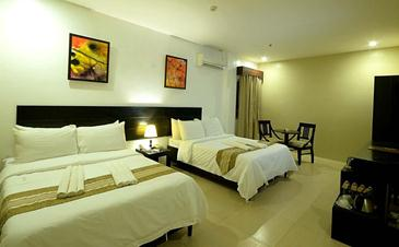 holiday suites palawan_family room