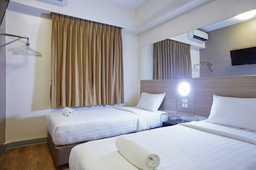 red planet hotel amorsolo - room3