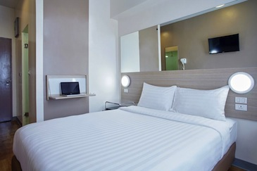 red planet hotel amorsolo - room4