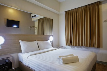 red planet hotel amorsolo - room5