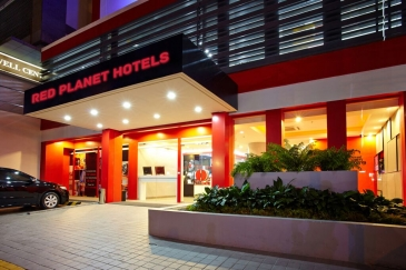 red planet hotel quezon city - entrance