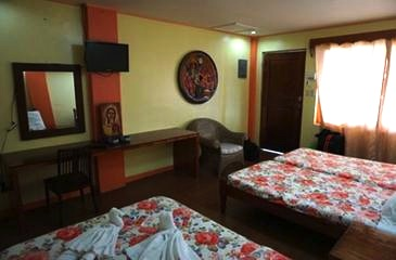 octagon bed and dine batanes_room2