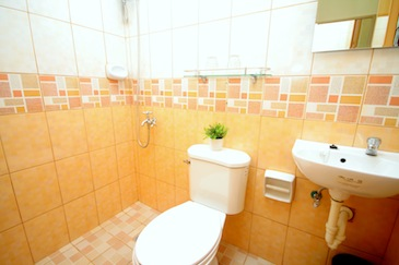 anri pension house cebu_bathroom