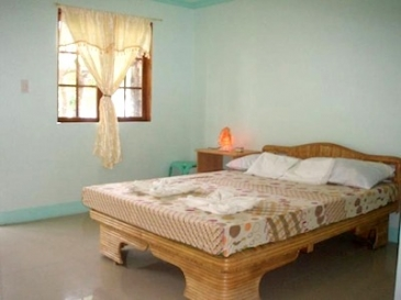 whites and greens resort_room