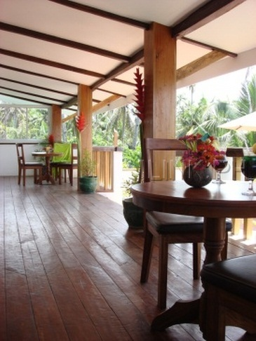 jonys beach resort_common veranda