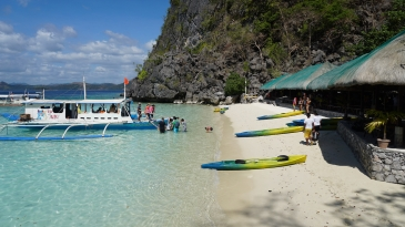 coron island tour_beach for lunch