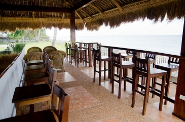 sea dream resort dumaguete_sea side bar