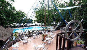 dakak resort_bar and swimming pool