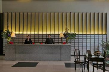 malayan plaza hotel_front desk