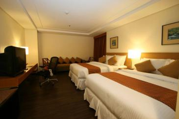 crown regency makati_corner suite