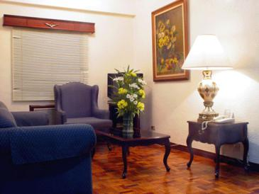 citadel inn makati_one bedroom