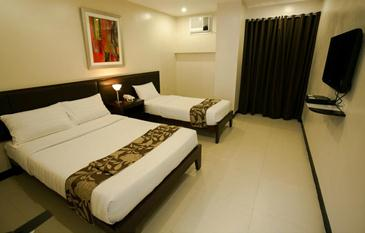 main hotel and suites cebu_triple room family