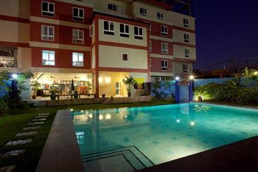 The henry hotel cebu for Cheap hotels in cebu with swimming pool