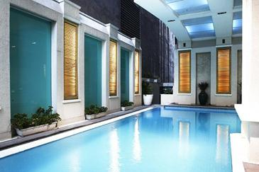 discovery suites ortigas_pool