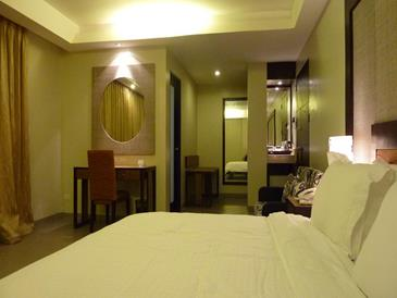 circle inn iloilo_premium room